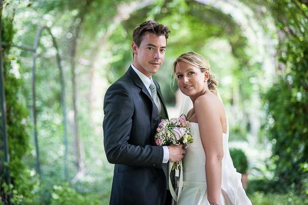 Photo couple mariage Bastide de Pujet 7 sur 10